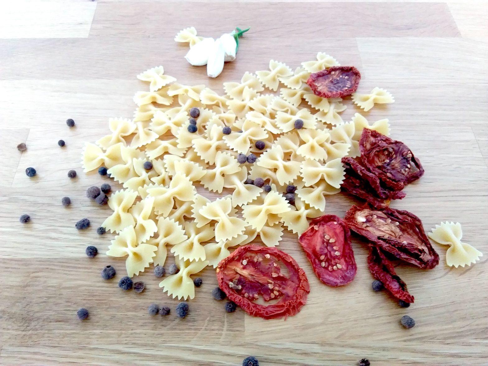 Nudeln mit getrockneten Tomaten