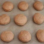 Ingwer-Marmeladenkekse auf dem Backblech