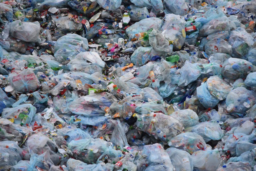 ein Haufen von Plastikmüll